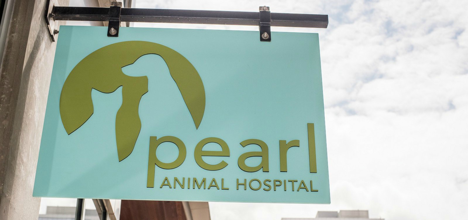 Sign and logo of the Pearl Animal Hospital veterinarian